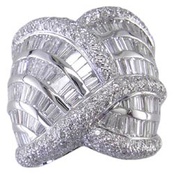 L1172 18KW Diamond Ring