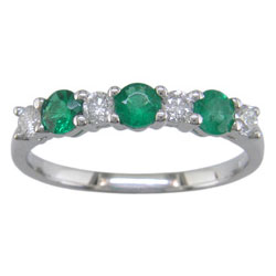 L2507 18KW Emerald and Diamond Band